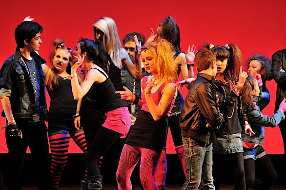 Stagecoach Chichester drama school show