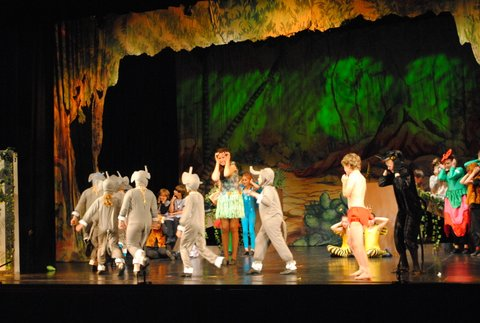 Dancing, singing and drama at Theatretrain in the Isle of Wight